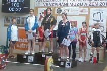Juniorka Jaroslava Vančurová (vpravo) ze Startu Vd Plzeň vybojovala třetí místo na mezinárodním mistrovství republiky ve vzpírání v hmotnostní kategorii do 69 kg