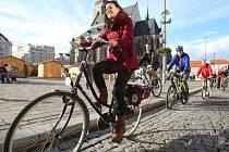 Centrem Plzně projelo na 300 cyklistů