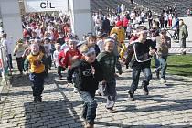 Lidé běhali v parku, bojovali tak proti rakovině