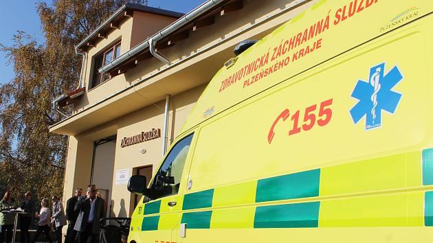 Záchranářům v Manětíně slouží od úterý moderní výjezdová základna. Znevyhovujících stísněných prostor vcentru města se přestěhovali do novostavby v těsném sousedství hasičské zbrojnice. Pozemek darovalo město, 4,4 milionu Kč Plzeňský kraj.