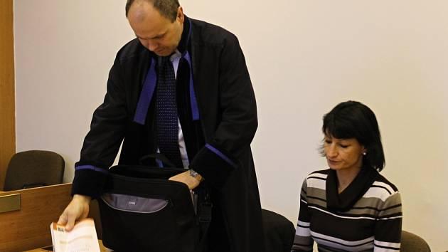 Erika Bejšovcová v jednací síni.