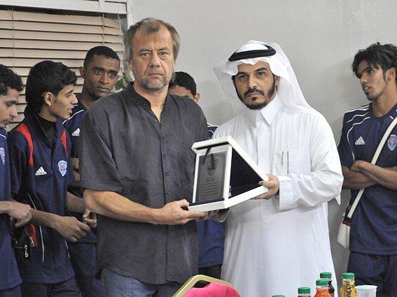 Jiří Krbeček na snímku s prezidentem klubu Abhá při svém prvním působení v Saúdské Arábii. Na začátku příštího měsíce se trenér brankářů do Saúdské Arábie vrací