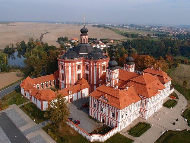 Barokní areál na leteckém snímku z roku 2012, kdy byla postavena a vysvěcena kaple Obětování Páně