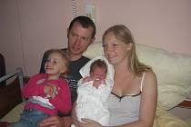 Rodiče Zuzana a Ivo Chalupský z Plzně chovají své dvě dcery, Kateřinu (3,85 kg, 54 cm), která se narodila 30. května v 7:07 v plzeňské FN a Karolínku (2 a tři čtvrtě)