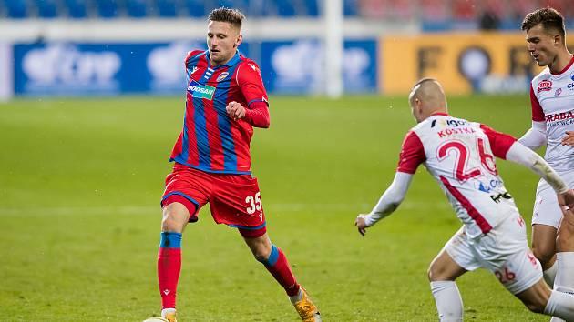 Stoper Filip Kaša při utkání s Pardubicemi (2:0).