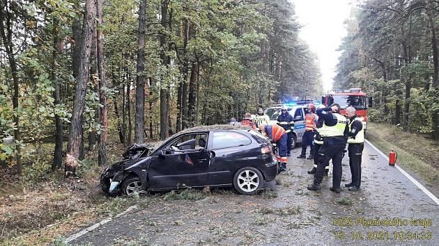 Havárie auta mezi Valchou a Lhotou.