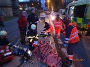 Nehoda motorky a chodce v Plasích