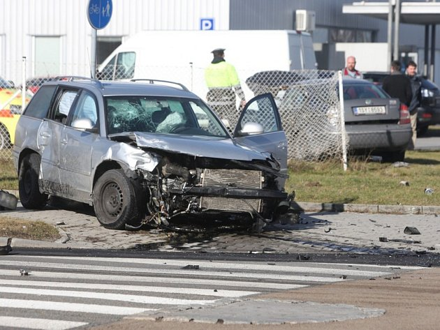 Nehoda dvou osobních aut v Plzni na Borských polích