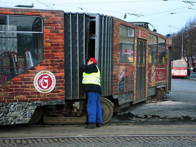 Nehoda tramvaje na Náměstí Milady Horákové v Plzni