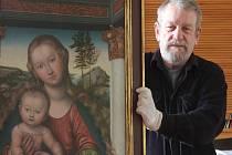Kvůli špatnému stavu musel být obraz Poleňské madony restaurován. Obnovené  dílo pocházející z roku 1520 uvidí poprvé návštěvníci 1. dubna, kdy v Muzeu církevního umění začíná nová sezona. Na snímku je ředitel muzea František Frýda