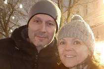 Pěstouni Renata a Václav Novákovi z Plzně mají v péči tři malé romské děti.