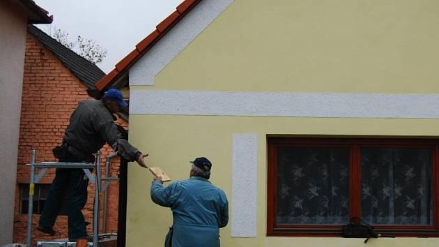 Stavební práce na budově Obecního úřadu v Bolkově finišují. Do konce roku by rekonstrukce měla být kompletně dokončena