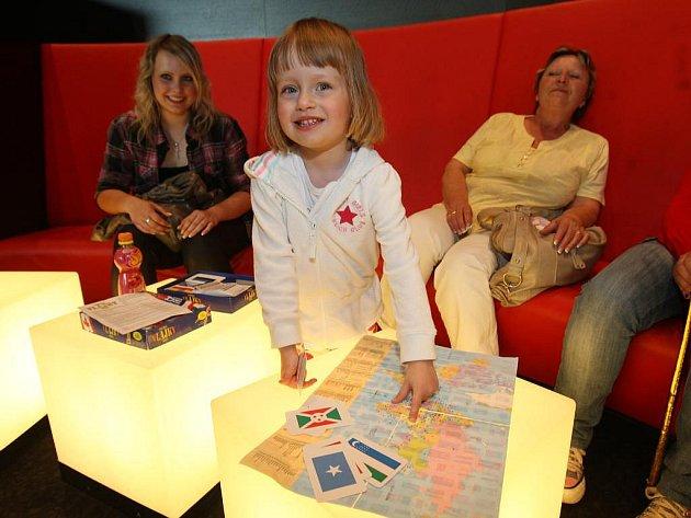 Ve třech letech pozná Julie Pancová neomylně každou vlajku světa. Na mapě také dokáže ukázat všechny státy Evropy, na dalších kontinentech zatím ´pracuje´. Na konkurz do soutěže Talentmania ji doprovodila babička a sestřenice