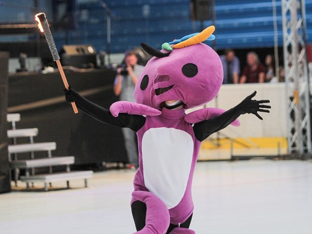 Největší sportovní svátek pro mladé sportovce je v plném proudu. Slavnostní zahájení, které hostila Home Monitoring Arena, nabídlo například tradiční zapálení olympijského ohně, představil se také maskot Oly.