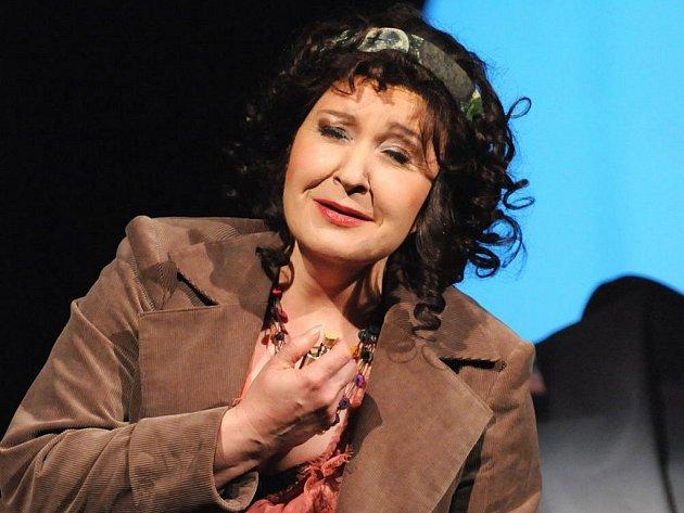 Eva Urbanová v titulní roli při zkoušce opery La Gioconda na jevišti Velkého divadla v Plzni