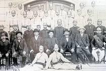 Sbor ve Starém Plzenci na historickém snímku