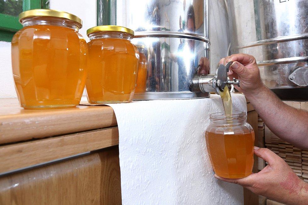 34 – Chuť a barva medu může být velmi odlišná. Závisí na plodinách, ze kterých včely nektar přinesly.