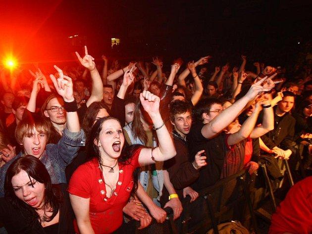 Finská kapela Lordi předvedla v Plzni hororovou show. Koncert si nenechalo ujít několik tisíc lidí.
