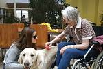 Martina Půtová z Plzně bojovala po útoku kyselinou o život, přišla o zrak. Přesto pomáhá ostatním - lidem s popáleninami, seniorům. Dostala za to Cenu Olgy Havlové.