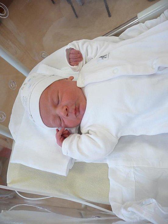 Filip (3,30 kg, 47 cm) se narodil 24. listopadu ve 4:46 ve FN v Plzni. Z jeho příchodu na svět se radují rodiče Gabriela a Milan Pavlíkovi z Chválenic. Na brášku doma čeká Martin (2,5)