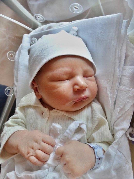 Samuel Bečvář se narodil 21. listopadu ve 2:32 mamince Petře a tatínkovi Václavovi zPlzně. Po příchodu na svět vplzeňské FN vážil bráška pětileté Vanesky 3980 gramů a měřil 50 centimetrů.