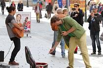 Busking Fest 2017 - festival pouličního umění vystoupení v ulici Bedřicha Smetany