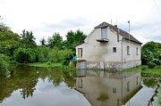 Řeka Radbuza v Plzni-Lhotě se v sobotu v poledne dostala na 1. stupeň (bdělost) povodňové aktivity.