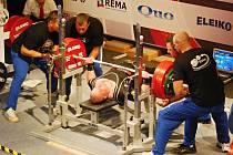 Jaroslav Šoukal (uprostřed) se pokusí potvrdit svou pověst nejsilnějšího muže na nadcházejícím evropském šampionátu.