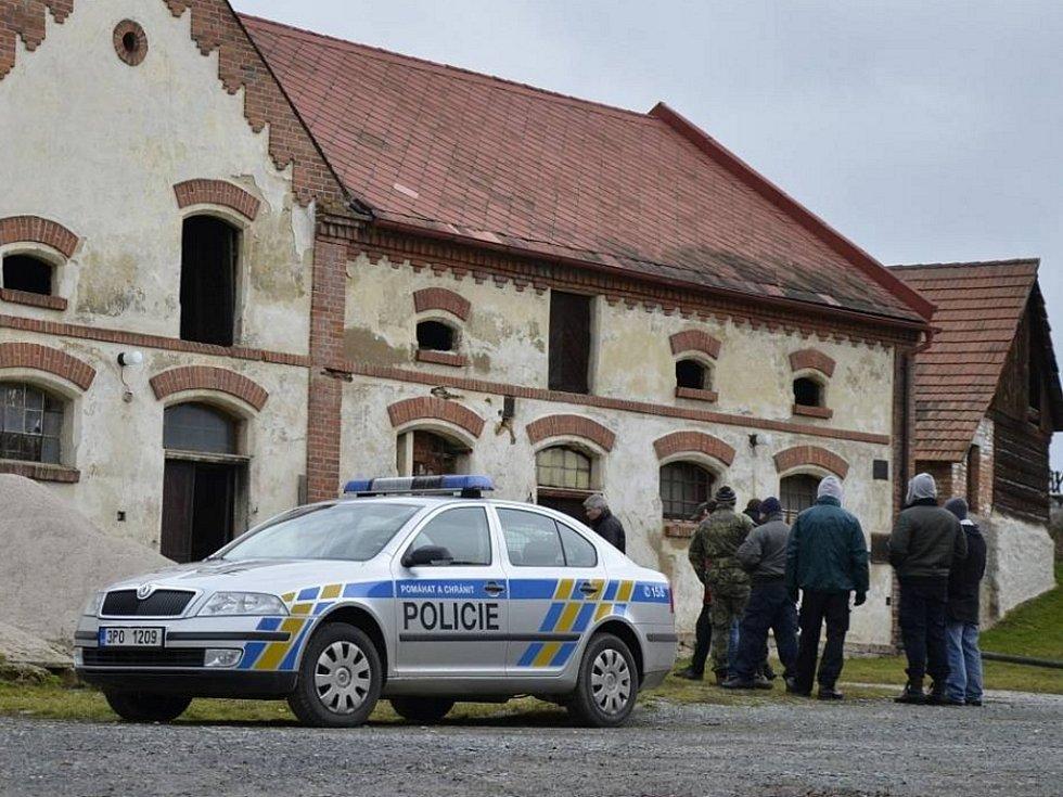 V Trnové na Plzni-severu loni v lednu zasahovali policisté. V objektu bývalého zemědělského objektu zde několik měsíců fungovala pěstírna konopí