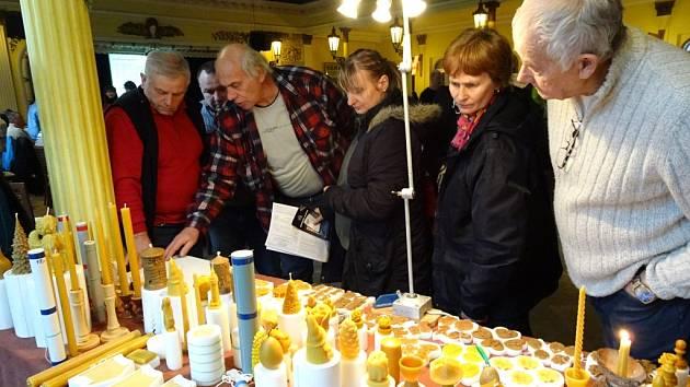 Na konferenci byly k vidění i figurální svíce ze včelího vosku