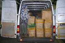 Dodávka plná padělaného značkového textilu