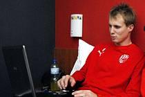Kromě počítače si obránce Viktorie Plzeň David Limberský (na snímku) s sebou vzal na soustředění do španělského Jerezu také oblíbené hrací karty
