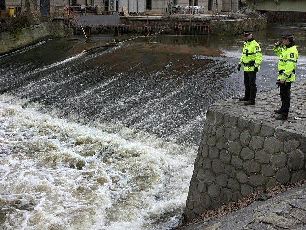 Hladiny řek v Plzni kontrolují strážníci