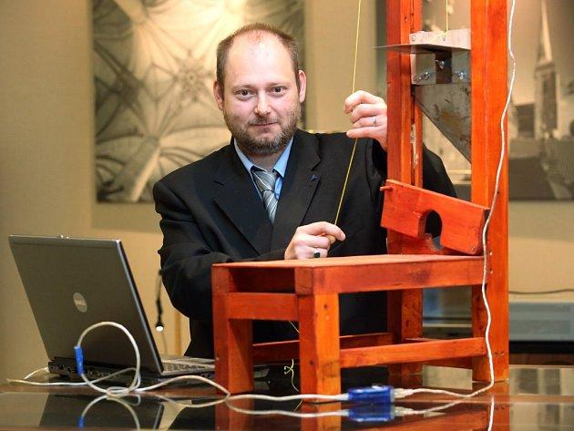 Gilotina. Jedním z projektů, který v úterý představil Pavel Moc na Olympiádě techniky, byl také popravčí přístroj