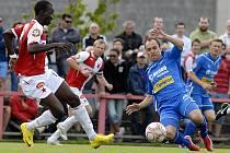 Fotbalisté FC Viktorie Plzeň remizovali v Praze se Slavií 3:3. K dobrému výkonu hostů přispěla i jedna z nových posil plzeňského týmu Martin Hruška (vpravo).