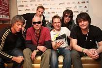 Skupina Chinaski (zcela vpravo zpěvák a frontman Michal Malátný) patřila k vítězům loňské ankety Žebřík. Šance má určitě i v letošním ročníku