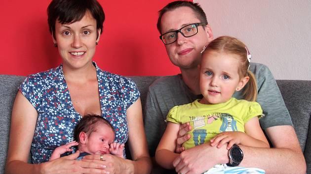Ondřej Český se narodil 10. července v 7:19 rodičům Tereze a Martinovi z Plzně. Po příchodu na svět v Mulačově nemocnici vážil bráška tříleté Andrejky 3410 gramů a měřil 51 centimetrů.