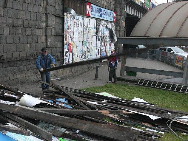 Centrální městský obvod začal s likvidací starých plakátovacích ploch. Celou akci, včetně instalace nových ploch zajišťuje firma Plakát MB