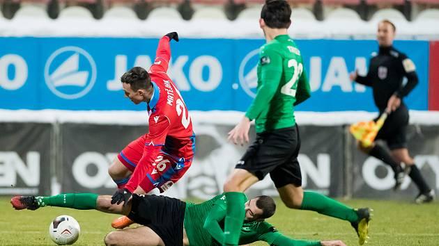 V prvním jarním zápase v Příbrami byl Lukáš Matějka krátce po svém příchodu na hřiště faulován a plzeňská Viktoria kopala penaltu. Jenže Aleš Čermák ji zahodil.
