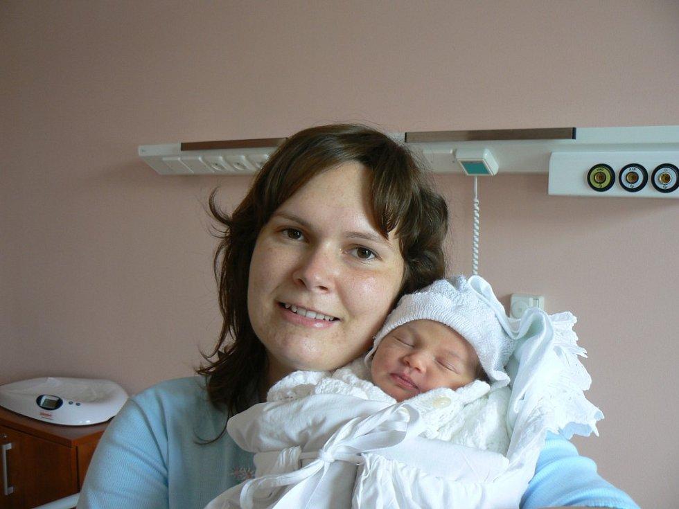 Ve FN vPlzni se 5. května ve 4:00 hod. narodila holčička Danielka (2,93 kg, 48 cm), která je prvorozenou dcerou Petry Slavíčkové a Vlastimila Olivky zPlzně