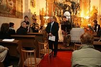 Ředitel oselecké střední školy, která v zámku sídlí, Václav Bumbička si dal na slavnostním zahájení opravdu záležet. Pozvaní hosté byli přivítáni koncertem žesťového souboru Thalia Brass Qiuntet