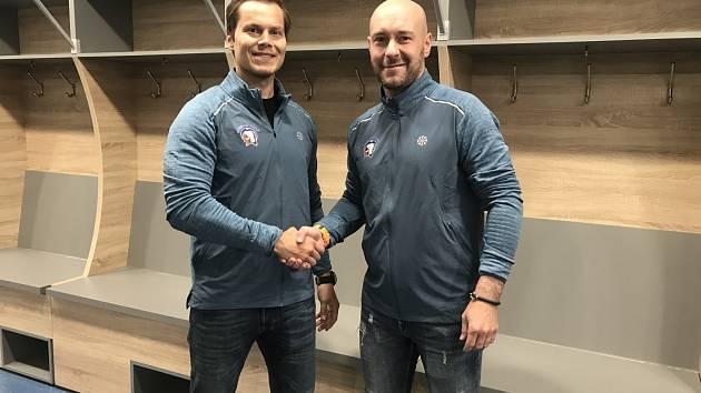 Matěj Stříteský (vlevo), nová posila HC Škoda Plzeň, se sportovním manažerem klubu Tomášem Vlasákem.