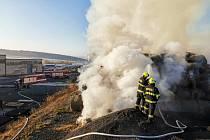 Požár stohu v Tymákově.