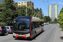 Výrazného omlazení se dočká vozový park městské hromadné dopravy v Jihlavě. Obyvatelům a návštěvníkům města na Vysočině totiž v příštích týdnech začne sloužit deset nových nízkopodlažních trolejbusů z plzeňské Škody Electric.