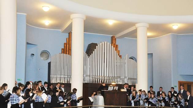 """Katedra hudební výchovy a kultury FPE ZČU uspořádala slavnostní koncert k 30. výročí """"Sametové revoluce""""."""