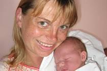 Pavel Přibyl zNynice je myslivcem a proto by rád vedl svoji prvorozenou dceru Terezku (3,30 kg/50 cm) k lásce kpřírodě. Terezku porodila Zdeňka Blažková 15. června v19.20 hod. ve FN vPlzni