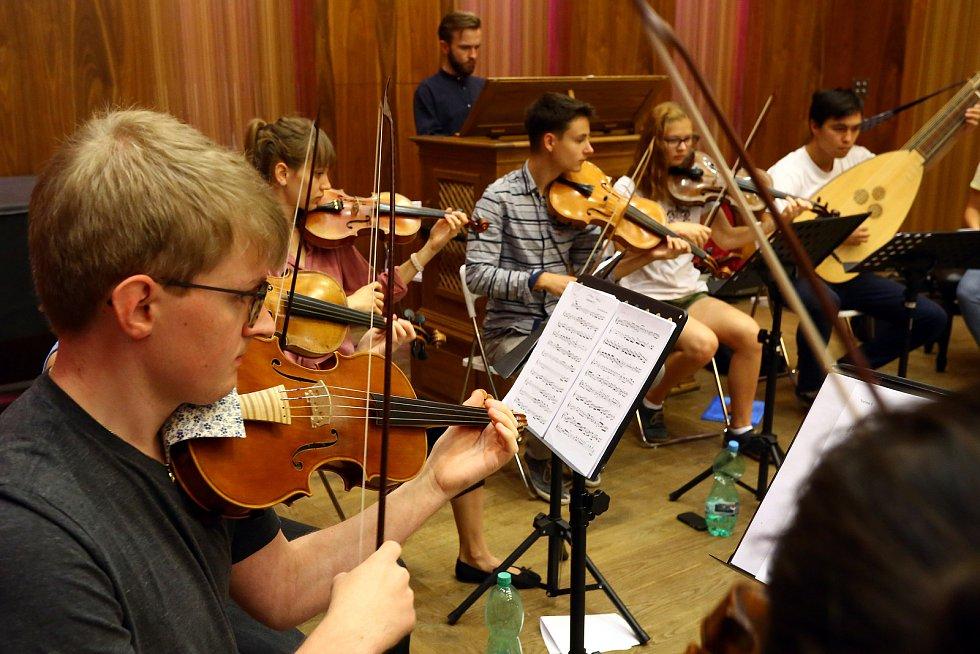 Zkouška barokního orchestru v Domě hudby.