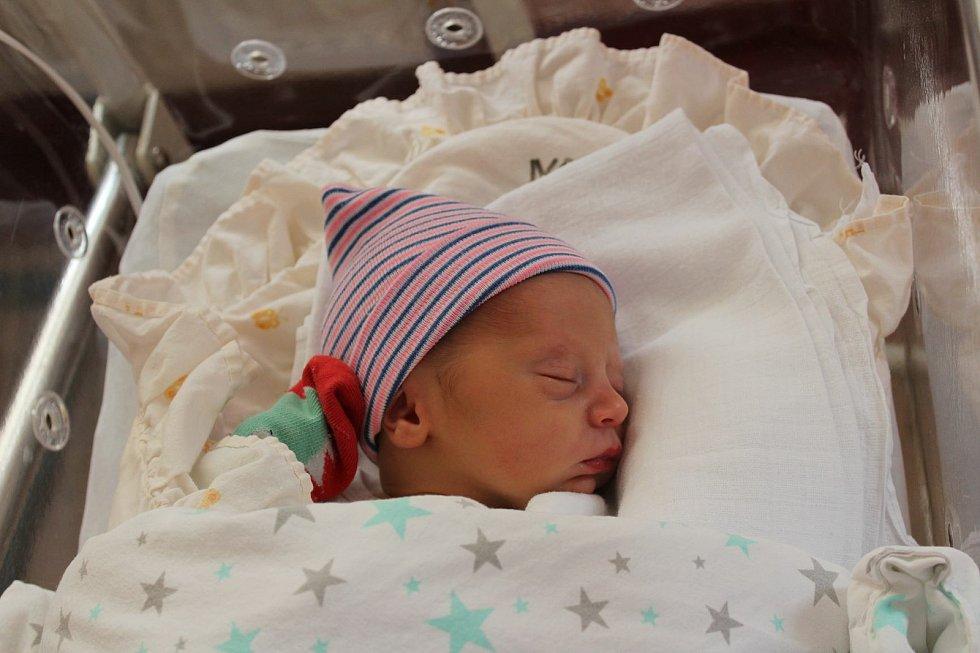 Tomáš Klavík (3000 g, 50 cm) přišel na svět 25. května v 6:31 ve Fakultní nemocnici vPlzni. Znarození svého prvního chlapečka se radují rodiče Barbora a Petr z Vysoké Libyně.