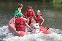 Děti z příměstského tábora poznaly práci vodních záchranářů