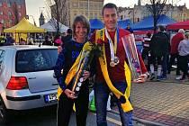 Noví šampioni v běhu na 100 km (zleva) Radka Churaňová a Ondřej Velička.